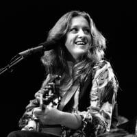 Raitt performs in Los Angeles in 1975.  © Barry Schultz/Sunshine/ZUMA Press
