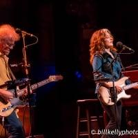 Bonnie Raitt - Dig in Deep Tour - Beacon Theatre - New York ,NY - April 1, 2016  © Bill Kelly