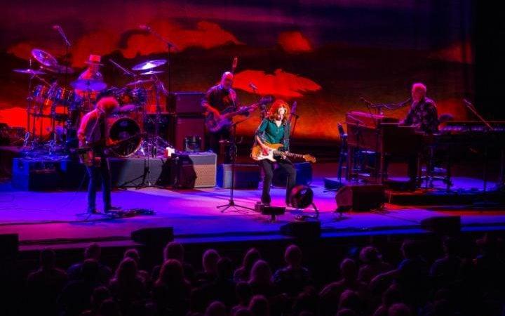 Bonnie Raitt and her band perform in April © C.ELLIOTT