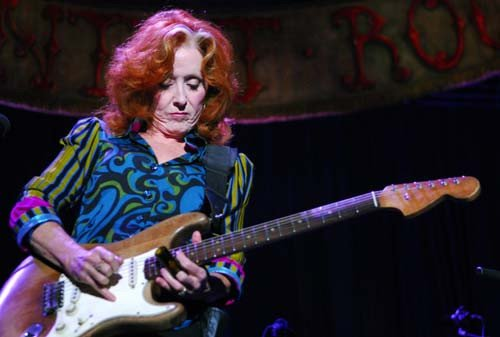 Bonnie Raitt performs at the Grandstand at the Minnesota State Fair in Falcon Height, Minn., on Thursday, August 27, 2009. © Ben Garvin /Pioneer Press