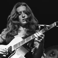Bonnie Raitt performs live in 1977 in San Francisco, California  © Richard McCaffrey /Michael Ochs Archive/ Getty Images