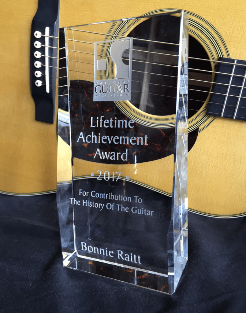 Bonnie Raitt Gets Award From The National Guitar Museum
