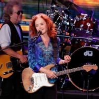 Bonnie Raitt opens for James Taylor at the American Family Insurance Amphitheater June 28, 2018 © Rick Wood /Milwaukee Journal Sentinel