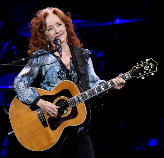 Review: Veterans Taylor, Raitt deliver exquisite show