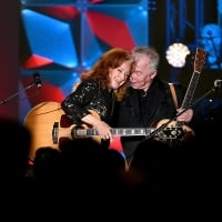 Bonnie Raitt and Inductee John Prine perform onstage during the Songwriters Hall Of Fame 50th Annual Induction And Awards Dinner at The New York Marriott Marquis on June 13, 2019 in New York City.  © Theo Wargo /Getty Images for Songwriters Hall Of Fame